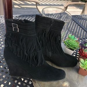 Black suede ankle boots w fringe size 9.5